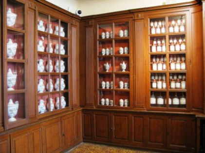 Apothecary flasks and bottles Hospices de Beaune
