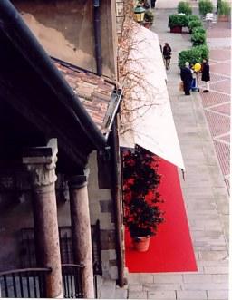 Bergamo Alta Piazza Vecchia red carpet