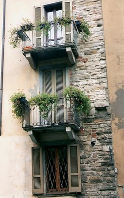 BBergamo Alta layered balconies