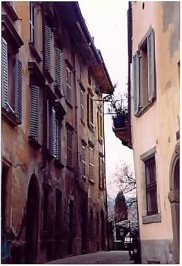 Bergamo Alta narrow street