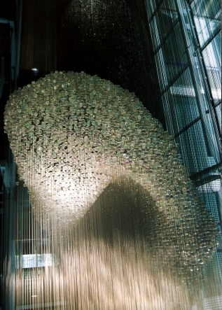 Thomas Heatherwick's Bleigiessen in London - arc of iridescent balls