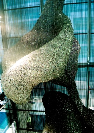 homas Heatherwick's Bleigiessen in London glass beads on wire