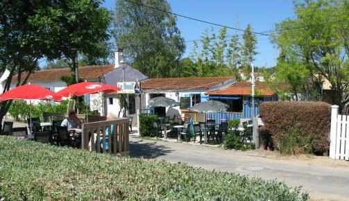 Boyardville Île d'Oléron bar by marina