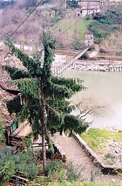 Brembilla Valley path to suspension bridge