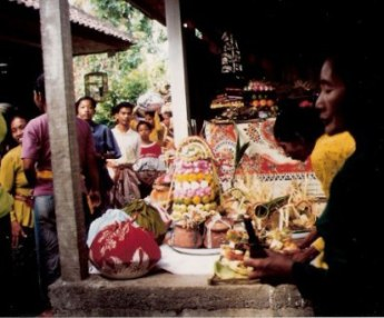 Bringing of wedding gifts in Bali village