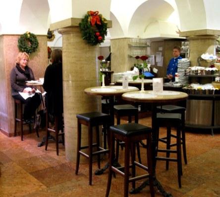 Café at  Dallmayr store Munich