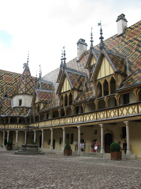 Courtyard and well Hospices de Beaune