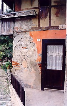 Door of Ponte che Balla Bridge House