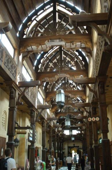 Dubai Madinat Jumeirah airy souk archway