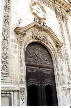 Grand entrance door in Havana