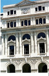 Habana Viejo clock in restored façade