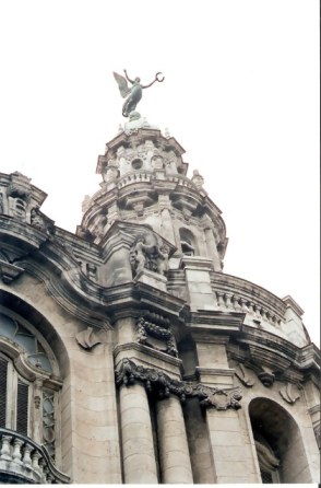 Havana -Angel on tower above columns – Habana Viejo