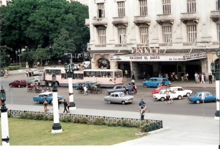 Havana Camelo bus from steps of Capitol building