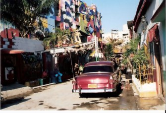 Havana-Classic-car-in-Barrio-Cayo-Hueso