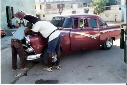 Havana-classic-Ford-under-repair
