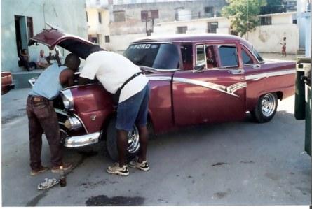 Havana-classic-Ford-under-repair