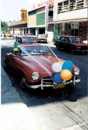 Havana-classic-Mercedes-as-wedding-car