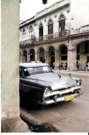 Havana-classic-car-in-barrio