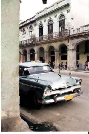 Havana-classic-car-in-barrio