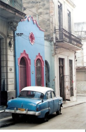 Havana-classic-car-parked-in-front-of-colourful-house