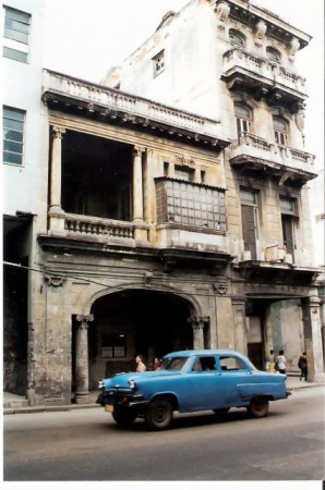 Havana-classic-car-with-elevated-suspension