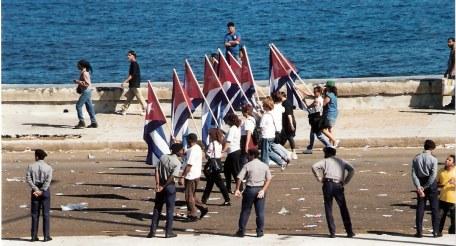 Havana-demonstration-on-Malecón-front-line