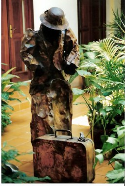 Havana hotel sculpture of lady traveller with frog