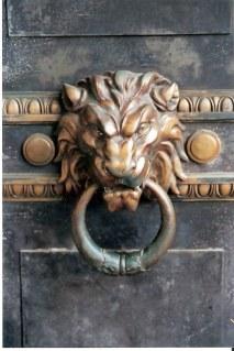 Lion head door knocker in Havana