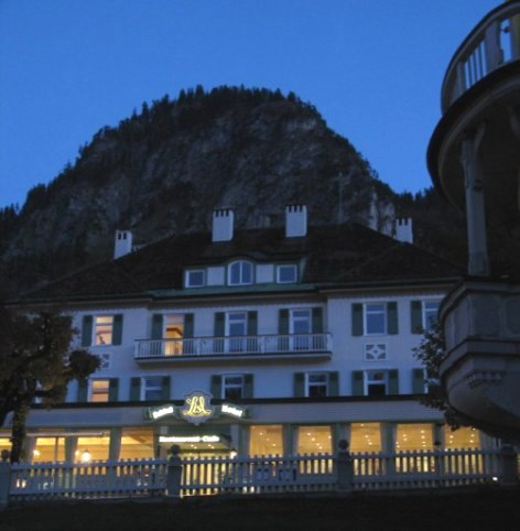 Lisl Hotel Hohenschwangau at night