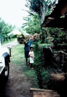 Loaded-shoulder-baskets-in-Bali