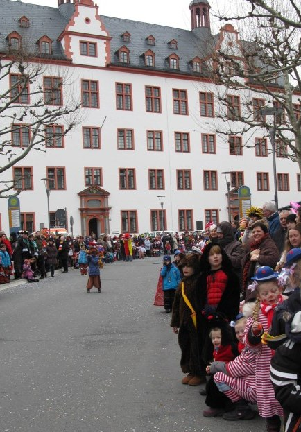 Mainz Carnival Children's Parade waiting children