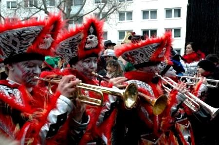 Mainz Carnival Parade Rosenmontag band Guggemusik trumpets