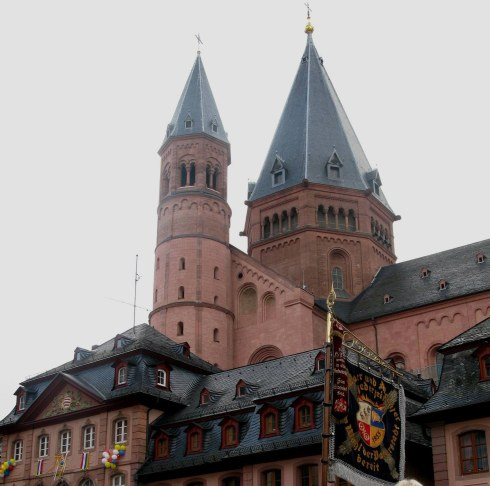 Mainz Carnival Sunday at the cathedral