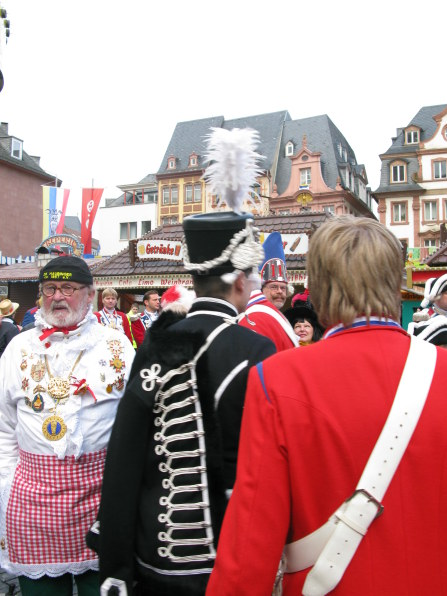 Mainz Carnival Sunday market square Gardes