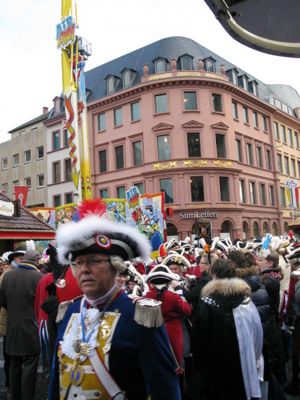 Mainz Carnival Sunday market square crowd
