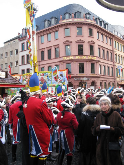 Mainz Carnival Sunday market square crowds