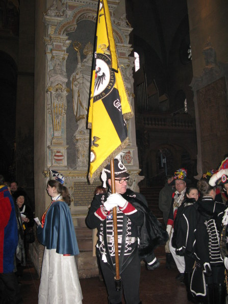 Mainz Carnival Sunday standard bearer in cathedral