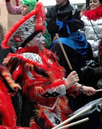 Mainz Fastnacht Guggemusik red costumes