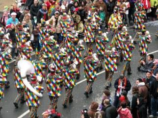 Mainz Fastnacht clown band retreating