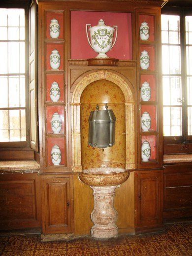 Marble Apothecary sink Hospices de Beaune