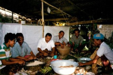 Men preparing Bali village wedding feast
