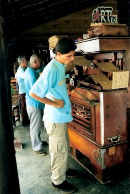 Old mechanical accordion -Viñales valley – Cuba