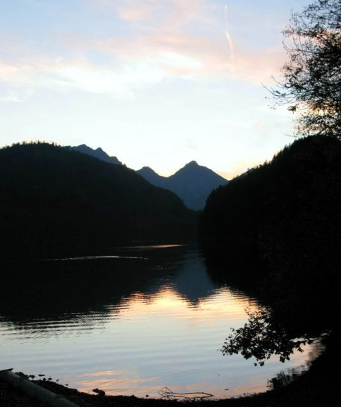 Pastel sunset colours on the Alpsee Hohenschwangau