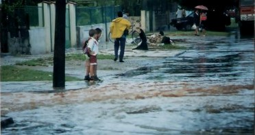 Havana school children on flooded streets