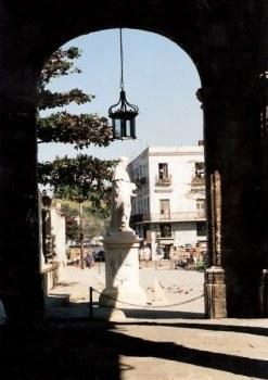 Statue of St . Francis under crown lamp in Havana