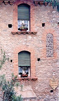 Wall of Ponte che Balla Bridge House
