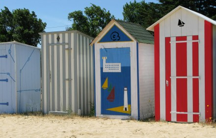 Île d'Oléron fancy bathing boxes St. Denis beach