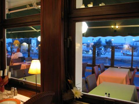 Île d'Oléron port of La Cotinière l'ecailler restaurant view