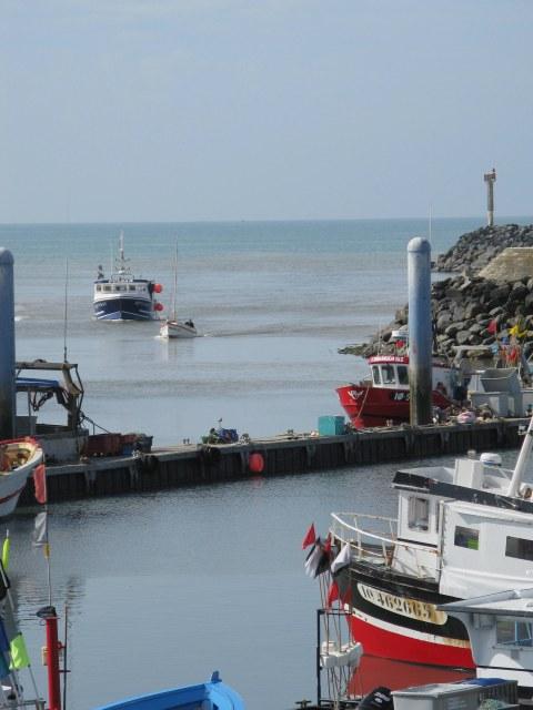 Île d'Oléron port of La Cotinière trawler returning