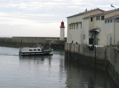 Île d'Oléron port of La Cotinière trawler by fish factory